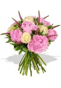 Букет из алых роз: королевский подарок